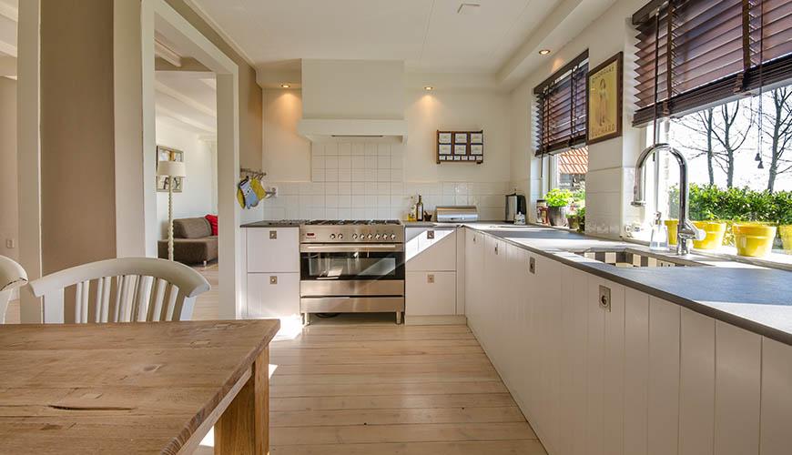 Apakah Bisa Memasang Lantai Kayu pada  Dapur?